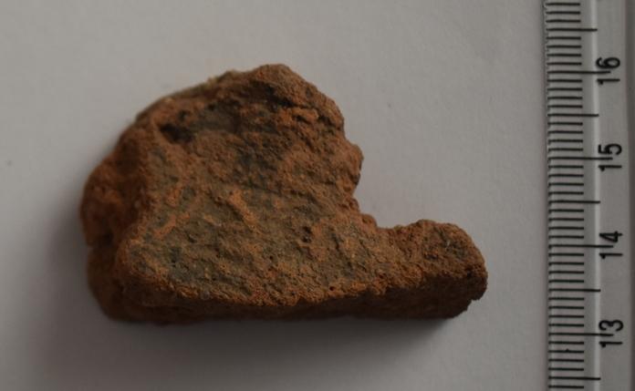 Археологія. Фрагмент обмазки, що використовувалась при спорудженні житла і господарських споруд. ХVII ст.