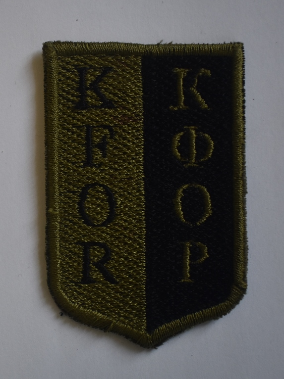 """Тканини. """"Шеврон – нашивка «KFOR / КФОР» миротворців ЗСУ в Косово""""."""