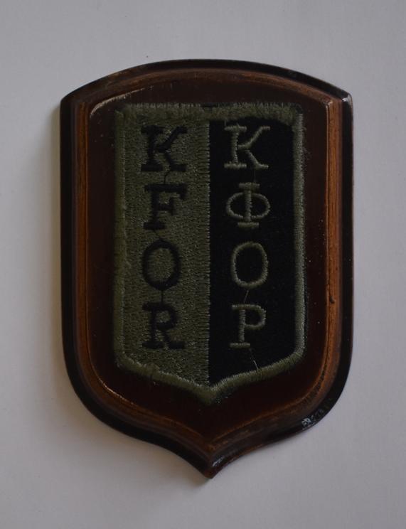 """Речі. """"Шеврон – нашивка «KFOR / КФОР» миротворців ЗСУ в Косово""""."""