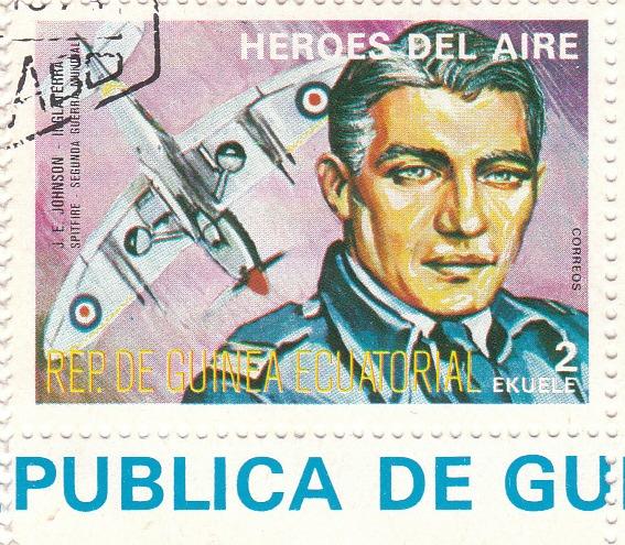 "Марка поштова гашена. ""J. E. Johnson - Inglaterra. Spitfire. Segunda Guerra Mundial. Heroes del Aire. República de Guinea Ecuatorial"""