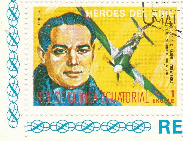 "Марка поштова гашена. ""Douglas R.-S. Bader - Inglaterra. Spitfire. Segunda Guerra Mundial. Heroes del Aire. República de Guinea Ecuatorial"""