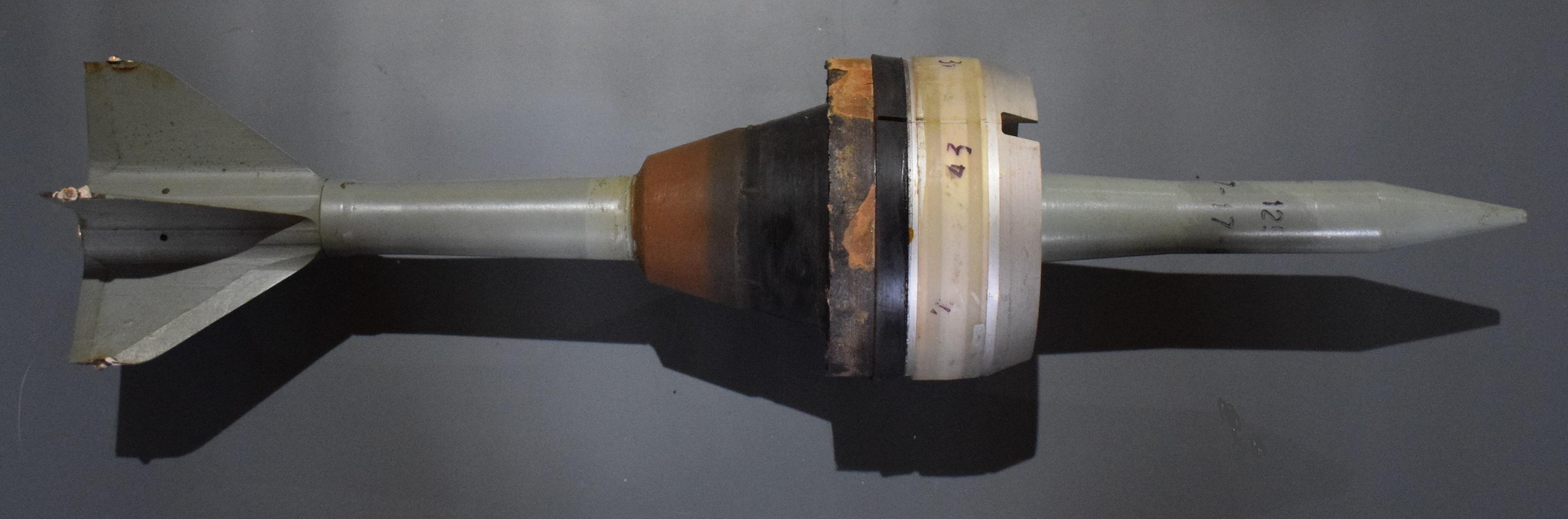Снаряд підкаліберний бронебійний до танкової  гармати калібру 125 мм. З ведучим пристроєм.